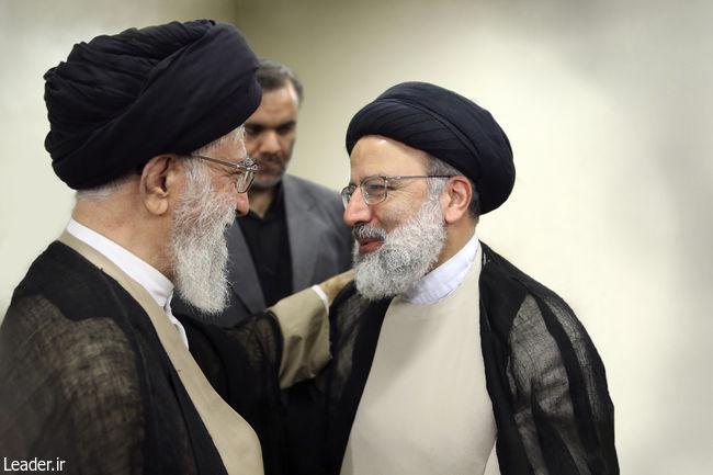 با حکم رهبر معظم انقلاب اسلامی؛ حجت الاسلام و المسلمین رئیسی به ریاست قوه قضائیه منصوب شد.